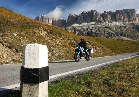 Tour across the Dolomite passes to Val Gardena - Motorrad-Hotel-Südtirol Ludwigshof