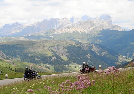 Fiemme Valley tour with Valles Pass - Manghen Pass - Motorrad-Hotel-Südtirol Ludwigshof
