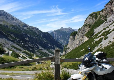 Swiss pass tour – curvy motorcycle adventure - Paradies Pure Mountain Resort