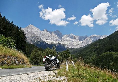 "Motorcycle tours at the base of the Dachstein - Gasthof Lederer ""Bike & Snow"""