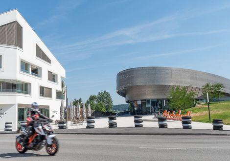 KTM Motohall - Hotel Sonnleiten